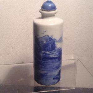 Antiques Blue and white porcelain snuff bottle No 2