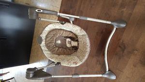 Graco swing chair/Balançoire Graco pour bébé