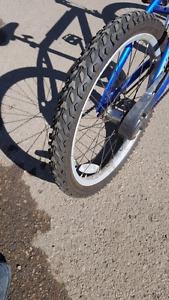 Kids bike like new see picks 306