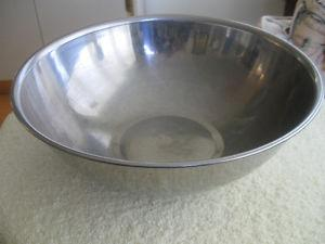 LARGE 11.5 in. STAINLESS STEEL NORTHCRAFT MIXING BOWL