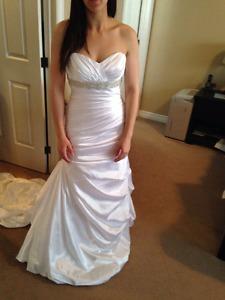 Size 6 Da Vinci wedding dress