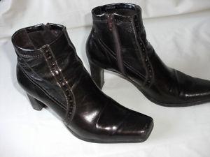 FRANCO SARTO - Women's Size 6, Maroon Boots with zipper