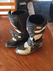 Youth riding boots size 5