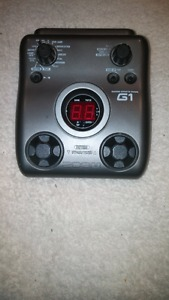 Zoom G1 Multi Effects w/ Rythym Backing Pedal