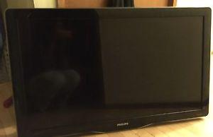p Philips Flat Screen LCD TV/ Wall Mount Included