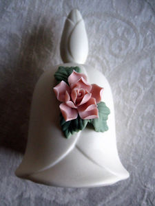 CHINA BELL WITH CHINA ROSE APPLIQUE