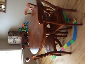 4 ft wooden round dinning table set, with 4 chairs