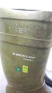 Dunlop waterproof winter boots(-40) size 13
