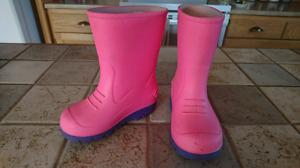 Size 7 T rubber boots