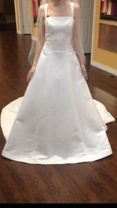 beautiful wedding dress never used