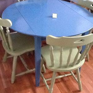 4/ green chairs with blue wood table
