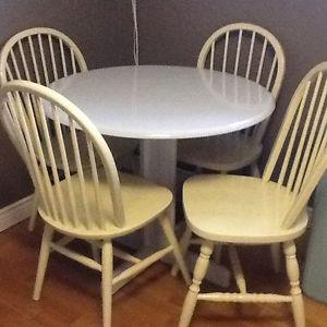 4/lime chairs with silver wood table