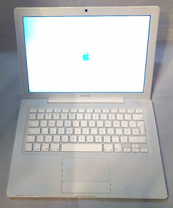 Apple Macbook with 500gb hard drive -french layout keyboard