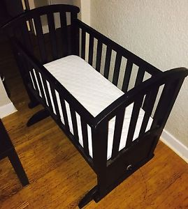 BABY CRIB (0-12 MONTHS)