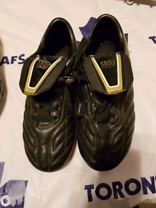 Boys soccer cleats size 2