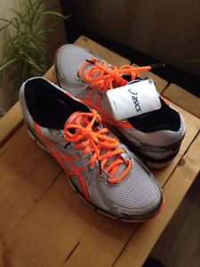 Brand New Never Worn Asics GT- size 9.5 Men's Running