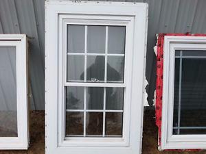 Double hung vinyl window