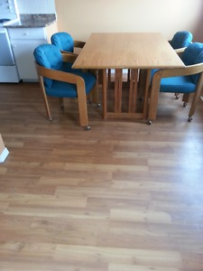 FOUR CHAIR DINING TABLE SET