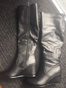 New size 8 Wedge boots