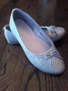 Youth girls dress shoes, Size 2