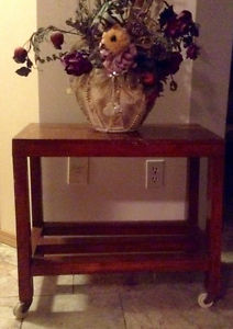 Solid wood shelf with rollers