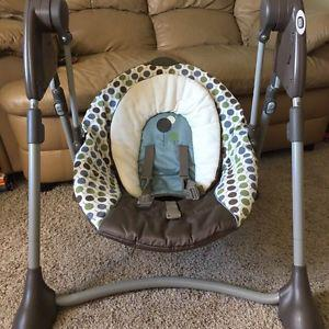 "Baby swing ""Graco"", 2 in 1, Dakota collection"