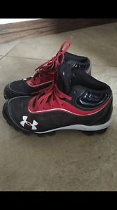 Boys size 3 Under Armour Cleats