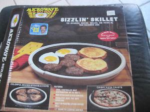 Brand New Old Stock Microwave 2 in 1 Sizzlin' Skillet