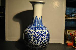 China Jingdezhen Blue and White Porcelain Vase