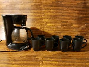 Coffee maker and coffee cups