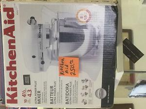 New in box kitchen aid mixer