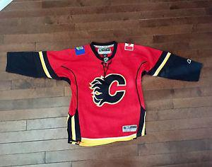 Youth L/XL RBK Calgary Flames jersey Great Shape!