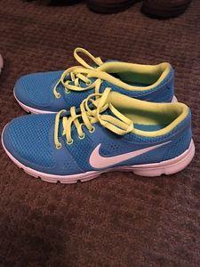 Brand New Nike Women's size 7.5 Runners