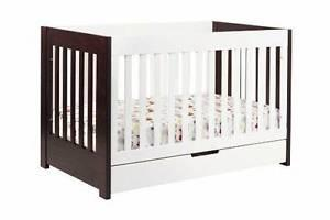 Gorgeou 3 in 1 crib and change table