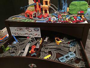 Kid craft train table/Thomas tracks/trains