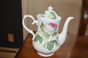 Roy Kirkham Redeule roses Fine bone china teapot