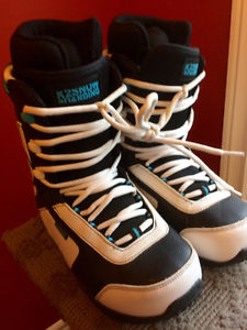Youth Snowboard Boots - Size 6 (M), used twice - MINT!