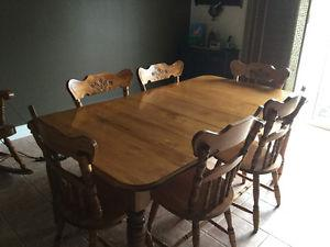 Hardwood Maple Dining Room Table and Chairs