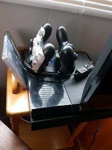 Ps4 / 2 remotes / battlefield 1 & black ops 3