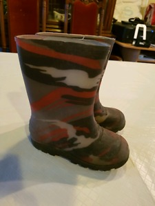 Size 12 rubber boots boys
