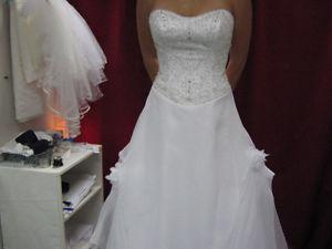 Size 6 beautiful wedding dress, professionally cleaned