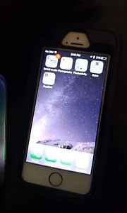 White iphone se 16gb locked to fido