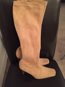 Womens boots size 5 and 7