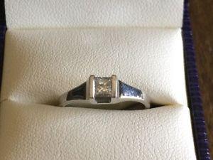14 KT PRINCESS CUT LADIES DIAMOND RING