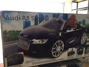 Audi R8 Spyder Kids Ride-in Car
