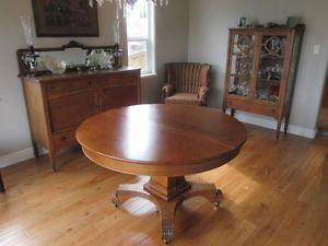 Solid Oak Antique Dining Room Table & Leather Chairs