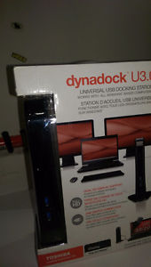 oshiba Dynadock U3.0 Universal USB 3.0 Docking Station