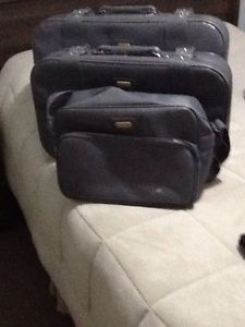 For sale a 3 piece luggage set