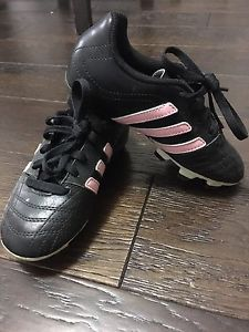 Girls size 12 outdoor soccer cleats