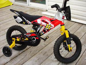 KIDS MOUNTAIN BICYCLE GREAT SHAPE LOOKS LIKE A DIRT BIKE